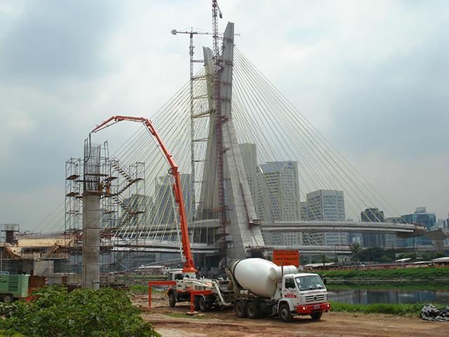obra-ponte-estaiada-3
